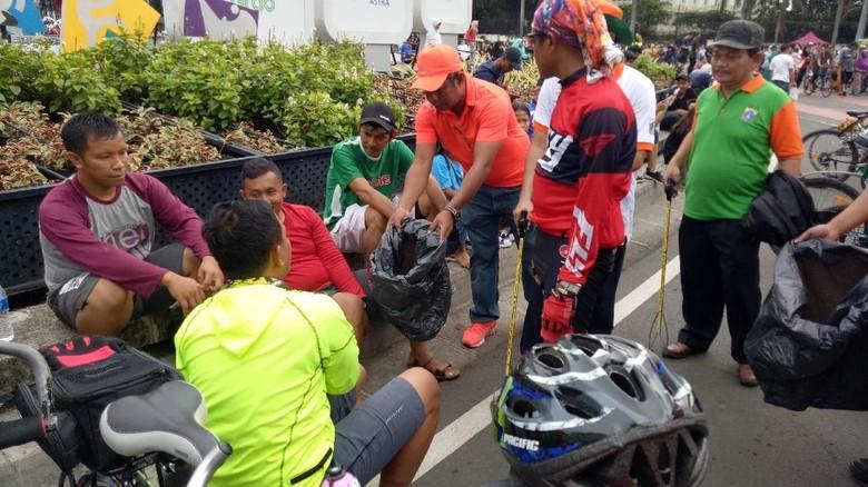 3 Bulan Bersih Sampah, Aksi Pungut Sampah Digelar di CFD Bundaran HI