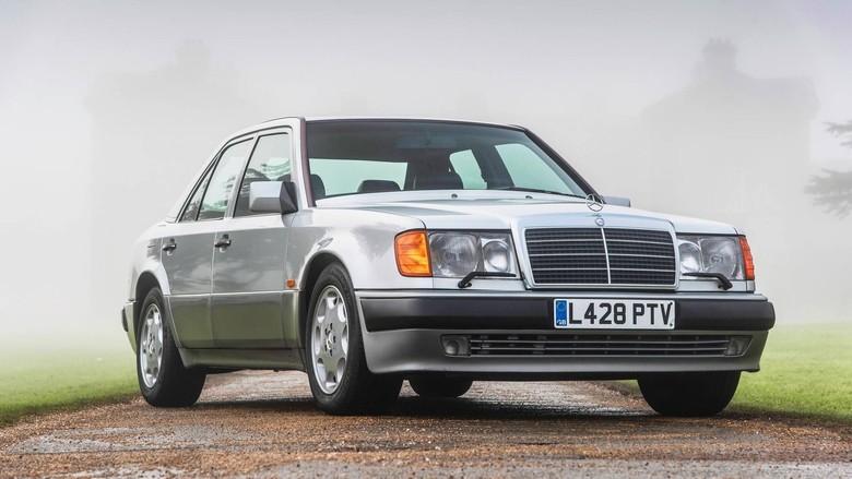 Mobil Mr. Bean yang akan dilelang. Foto: Istimewa