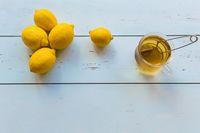 Ketombe Bikin Sebel? Atasi dengan 4 Masker Rambut dari Lemon Ini!
