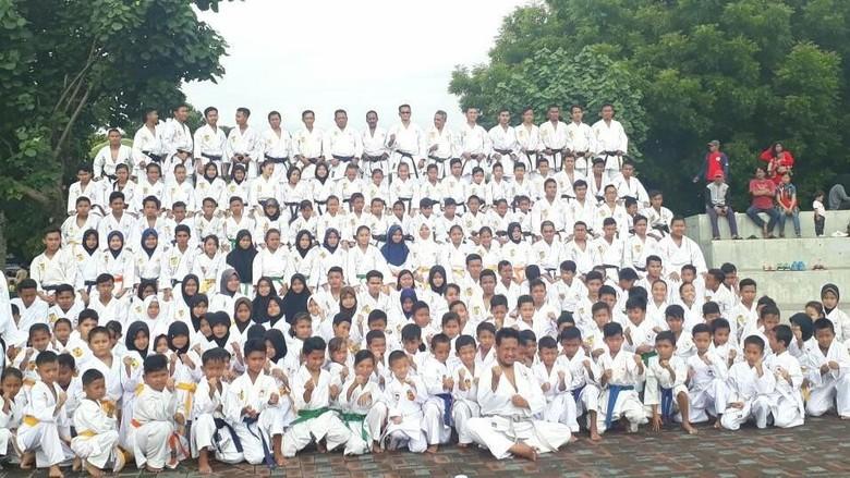 Kenang Meninggalnya 26 Atlet INKAI, 300 Karate-ka Tabur Bunga