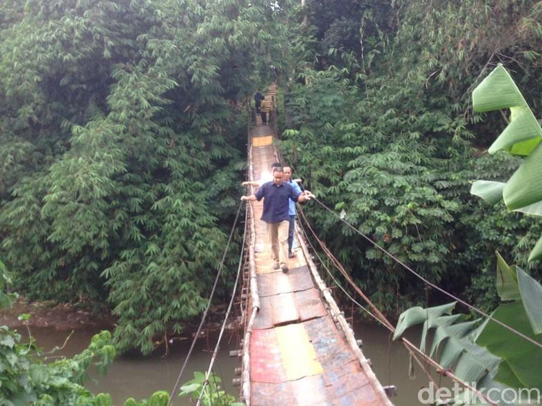 Anies Ajak Pemkot Depok Bangun Jembatan Gantung Jagakarsa