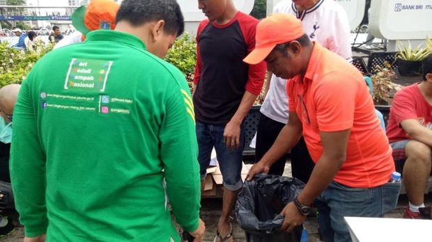 3 Bulan Bersih Sampah, Ada Aksi Pungut Sampah di CFD Bundaran HI