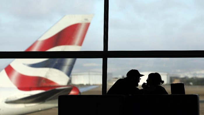 A British Airways Boeing 747 passenger aircraft prepares to take off as passengers wait to board a flight in Cape Town International airport in Cape Town, South Africa, January 12, 2018. Picture taken January 12 2018. REUTERS/Hannah McKay
