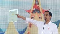 Pesan Jokowi ke Penerima Sertifikat Tanah: Jangan Buat Beli Motor-HP