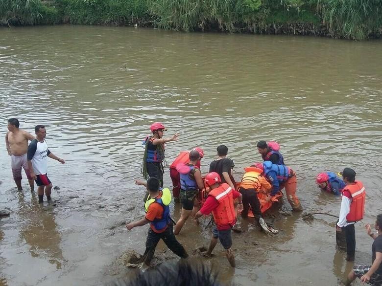 Ardi Tewas Saat Berenang di Sungai Cimanuk Garut