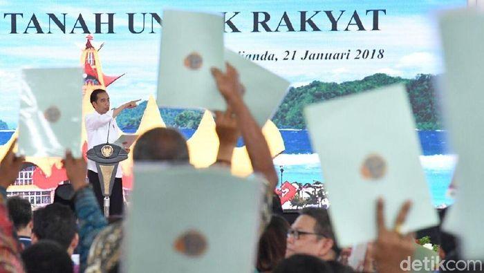 Foto: Jokowi Bagikan 3.500 Sertifikat Tanah ke Warga Lampung (Laily Rachev-Setpres)