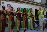 Brand ambassador Tolak Linu Mikha Tambayong meramaikan acara parade mbok jamu zaman now di CFD Mampang (Foto: detikcom)