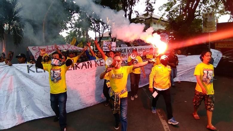 Ultras Mania Geruduk DPRD, Tuntut Kejelasan Gresik United
