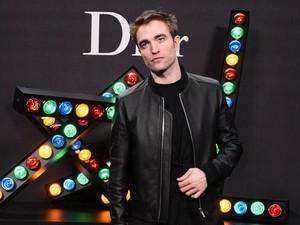 Kepergok Ciuman, Asmara Robert Pattinson-Suki Waterhouse Belum Serius