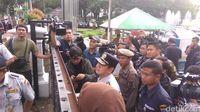 Sopir Angkot Trayek Tanah Abang Demo di Balai Kota DKI Jakarta