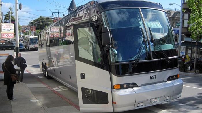 Salah satu bus Apple. Foto: istimewa