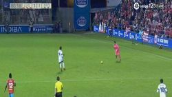 Video Saat Kiper Mencetak Gol dari Tengah Lapangan
