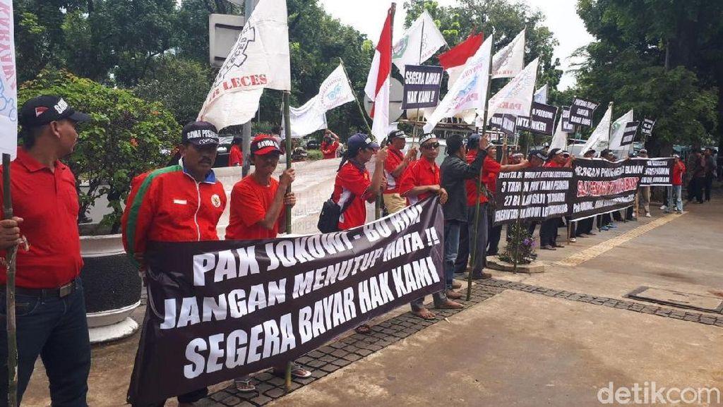 Puluhan Eks Karyawan Kertas Leces Demo di Kementerian BUMN
