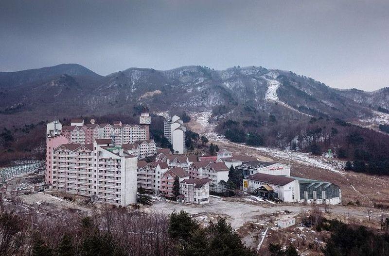 Bangunan ini adalah Alps Ski Resort, bangunan yang dipersiapkan untuk menyambut Winter Olympics 2018 di Korea Selatan. (AFP)