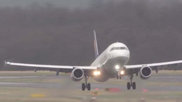 Pesawat kedua yang tak berhasil mendarat
