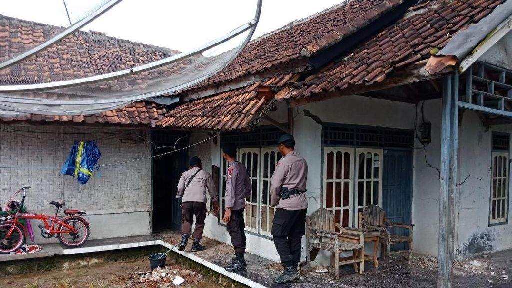 Penampakan Rumah di Lebak yang Rusak Akibat Gempa Banten