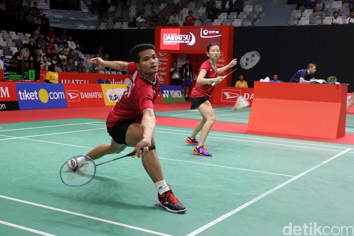 Ricky/Debby bertanding melawan Lee Chun Hei/Chau Hoi Wah di Istora Senayan, Jakarta, Selasa (23/1/2018).