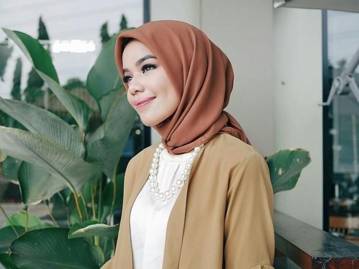 Cara merawat hijab voile. Foto: Instagram/ffdilla