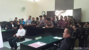 Terdakwa Kasus Demo Berlogo Palu Arit Divonis 10 Bulan Penjara