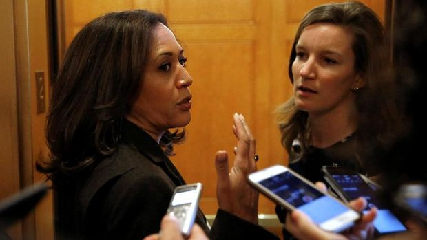 Senator Kamala Harris (D-CA) speaks to reporters after the Senate reached an agreement to end the shut down of the federal government on Capitol Hill in Washington, U.S., January 22, 2018.      REUTERS/Joshua Roberts