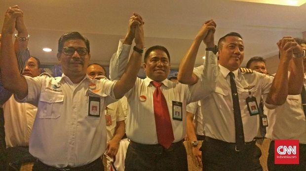 Serikat Pekerja PT Garuda Indonesia Bersatu yang terdiri dari Serikat Karyawan PT Garuda Indonesia (Sekarga) dan Asosiasi Pilot Garuda (APG).