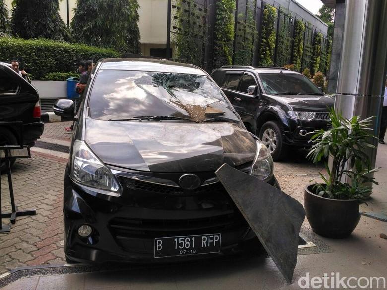 mobil rusak akibat reruntuhan gempa bisa diklaim asuransinya. Black Bedroom Furniture Sets. Home Design Ideas