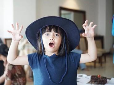 Sienna cantik banget pakai topi begitu. (Foto: Instagram @benkasyafani)