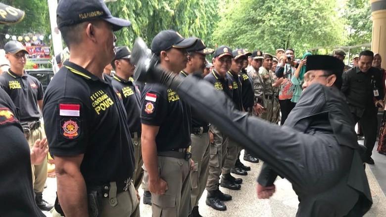 Viral Wali Kota Mataram Tendang Satpol PP, Ini Cerita di Baliknya