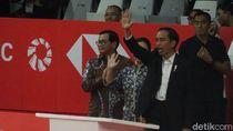 Serahkan Raket ke Alan Budikusuma, Jokowi Resmikan Istora Senayan