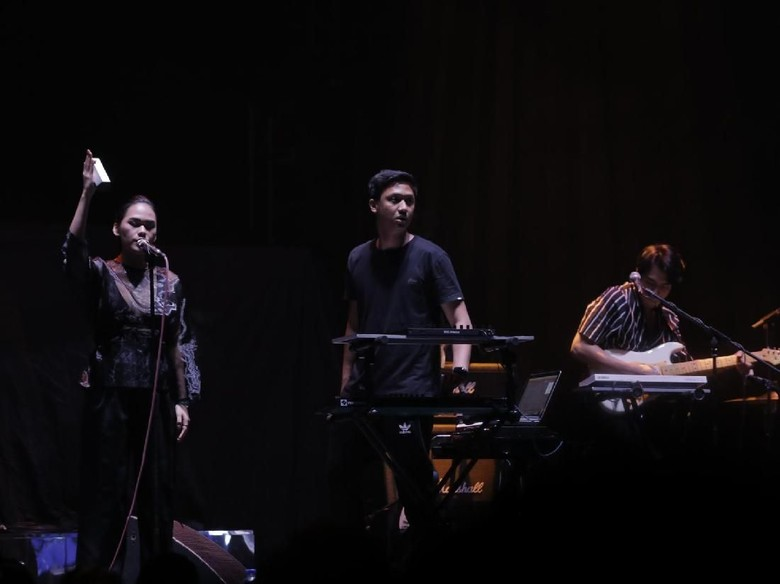 KimoKal dan Elephant Kind Buka Konser The XX