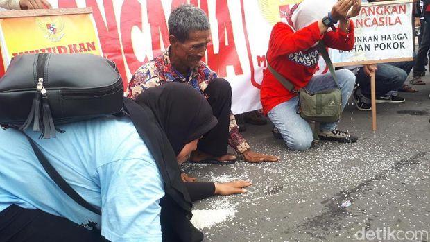 Demo tolak impor beras/
