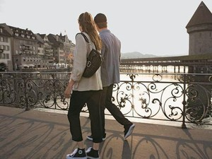 Kisah Cinta Pasangan yang Kenal di Facebook, Dibully karena Beda 48 Tahun