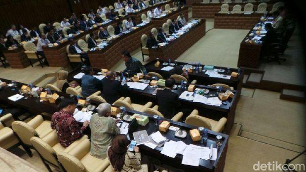 Ada 'Hantu' di Rapat Menhub dengan Komisi V DPR