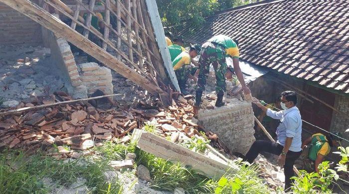 Foto: Kostrad Bantu Warga Lebak Korban Gempa 6,4 SR (dok. istimewa)