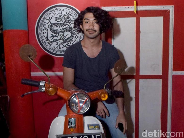 Reza Rahadian Begitu Mirip Benyamin di Teaser Filmnya