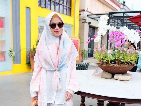 Hijab Scarf Bermotif Menjamur, Akankah Masih Tren di 2018?