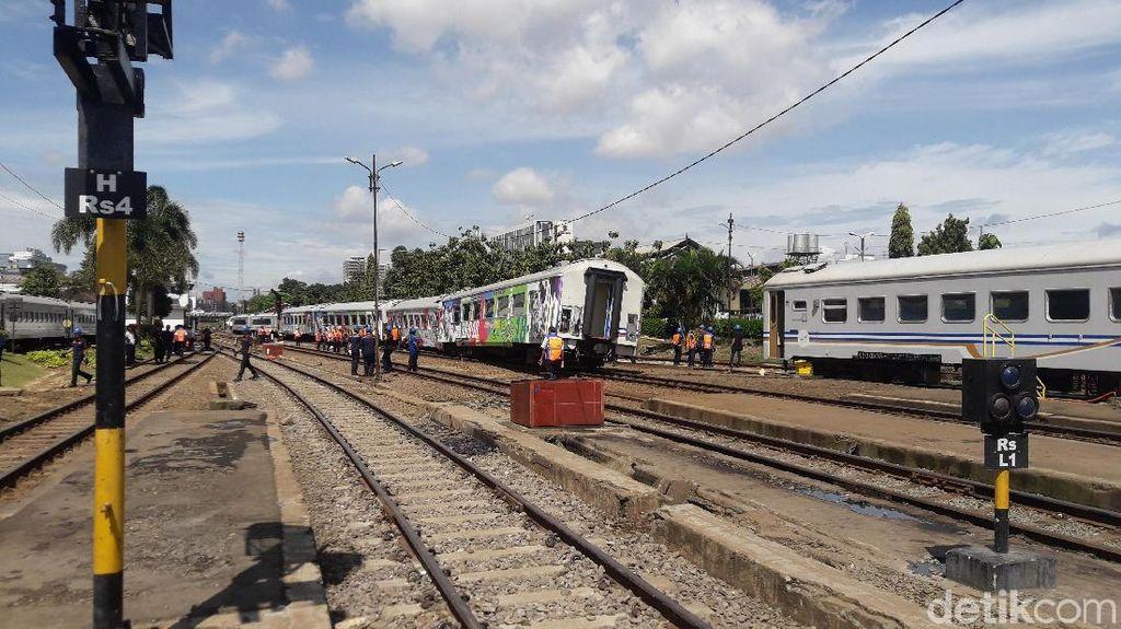 Miring, Ini Penampakan Kereta Argo Parahyangan yang Anjlok di Bandung