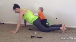 Menjaga anak tidak membuat para hot mommy ini melupakan olahraga. Buktinya mereka merasa tidak repot melakukan kedua hal tersebut.