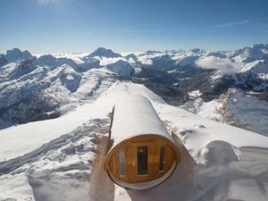 Foto: Sauna Hangat di Atas Gunung Es