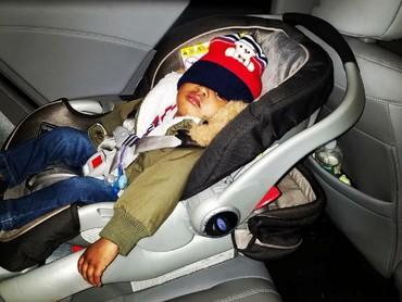 Kalau udah lelah dan ngantuk, topi pun miring ke mana-mana. He-he. (Foto: Instagram/truesoulja_1)
