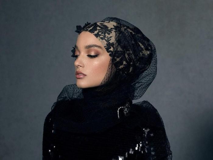 Hijab termahal di dunia. Foto: Instagram/HauteHijab