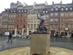 Putri Duyung Bersenjata, Ikonnya Kota Tua Warsawa