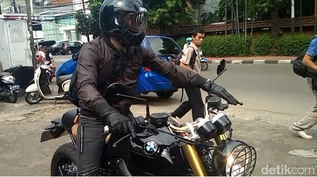 Jakarta Macet, Ariel Sekarang Lebih Suka Naik Moge