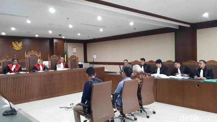 Fahmi Darmawansyah mengaku pernah ditagih fee atau komisi oleh Ali Fahmi dan Fahmi Habsyi terkait proyek satellite monitoring Bakamla.