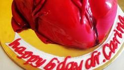 Semakin hari orang-orang semakin kreatif menciptakan karya, demikian dalam hal makanan. Ya, mereka membuat kue menyerupai organ tubuh manusia. Yuk lihat.
