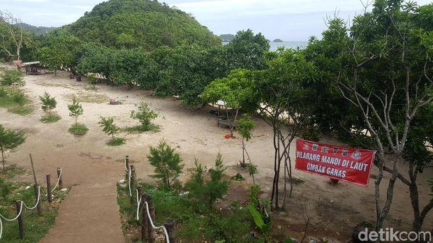 Pantai di Malang Selatan/