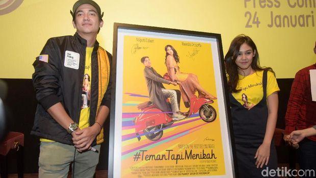 Adipati Dolken dan Vannesa saat menghadiri acara konferensi pers peluncuran teaser trailer film #Teman Tapi Menikah di XXI Epicentrum, Kuningan, Jakarta Selatan.