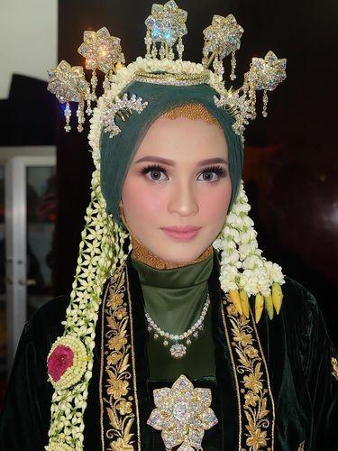 Makeup Pernikahan Istri Cantik Gubernur Kalimantan Tengah yang Jadi Sorotan