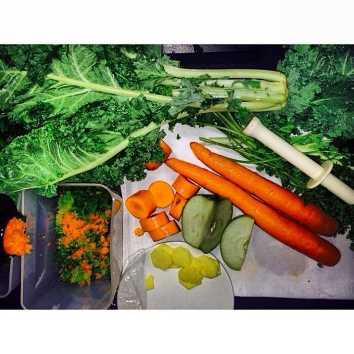 Sam Smith banyak mengonsumsi sayur, baik diolah sebagai makanan maupun jus. (Foto: Instagram/samsmithworld)