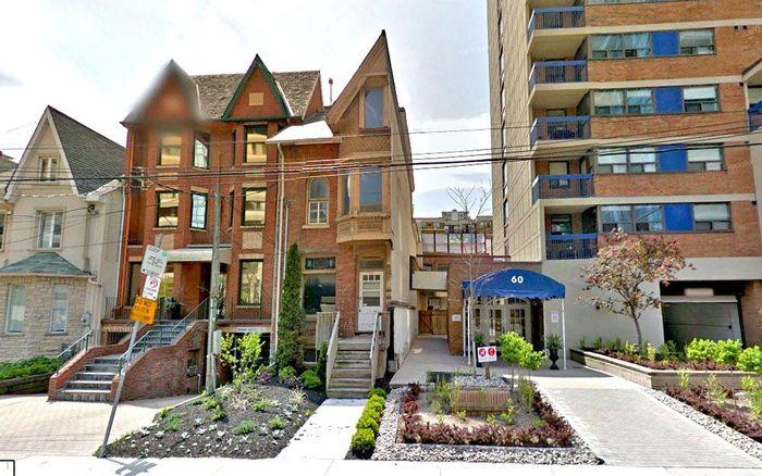 Rumah bergaya Victoria tersebut berada di St. Patrick Street, Toronto, Kanada, yang memiliki nomor unik yakni 54 1/2. Amusing Planet/Istimewa.